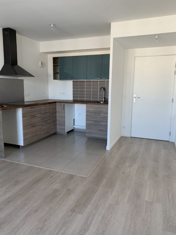 Location appartement Chessy 776€ CC - Photo 1
