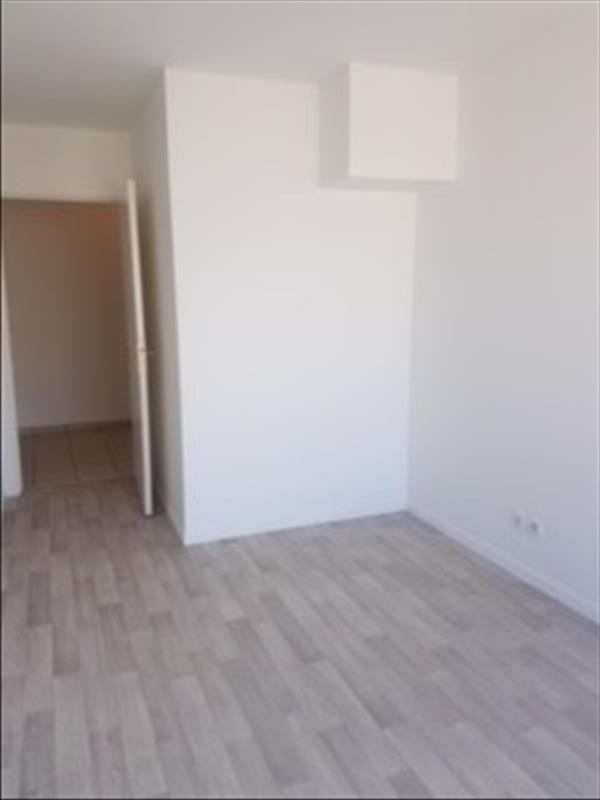 Rental apartment Saint-denis 938€ CC - Picture 3