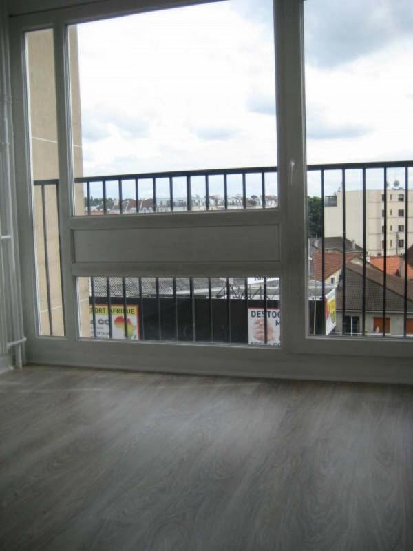 Rental apartment Livry gargan 762€ CC - Picture 4