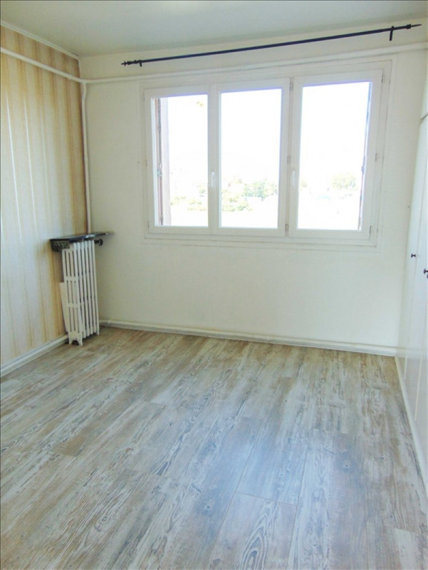 Rental apartment St denis 980€ CC - Picture 2