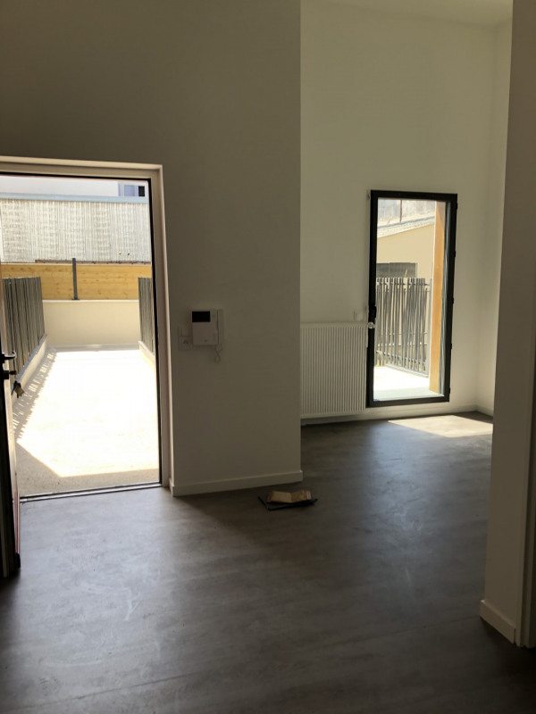 Rental office Montreuil 825€ HT/HC - Picture 1