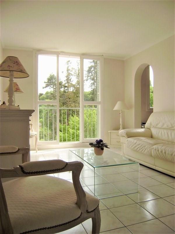 Sale apartment Charbonnieres les bains 185000€ - Picture 1