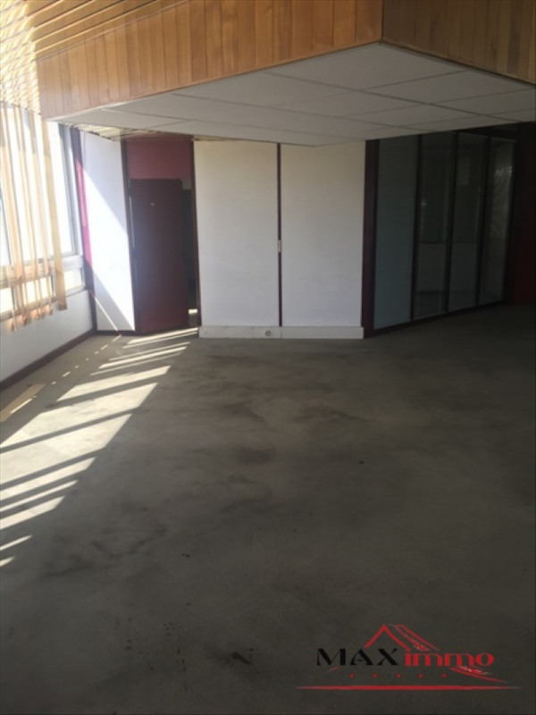 Location local commercial St pierre 8 000€ HT/HC - Photo 3