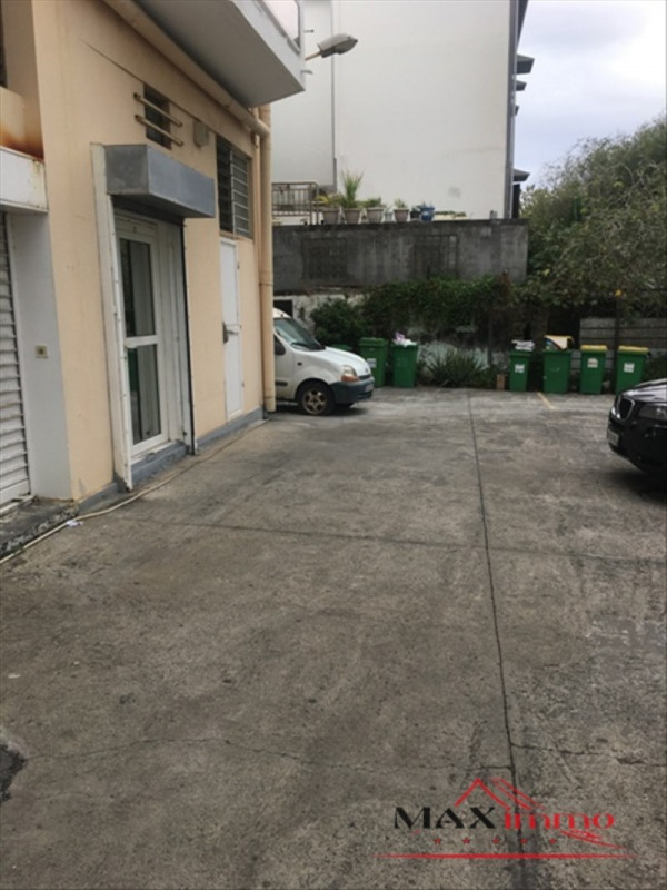 Location local commercial St pierre 2 500€ HT/HC - Photo 4