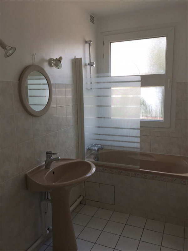 Location appartement Le mesnil le roi 846€ CC - Photo 4