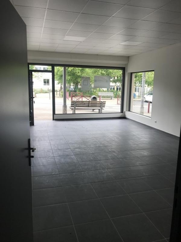 Location local commercial Poitiers 565€ HT/HC - Photo 3