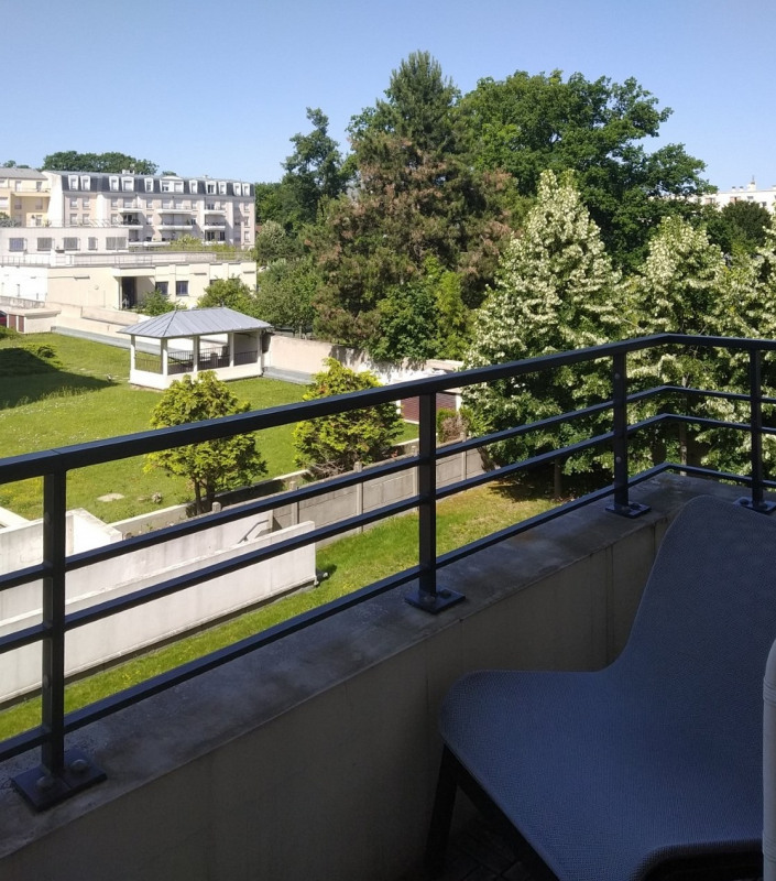 Rental apartment Le plessis trevise 1 130€ CC - Picture 2
