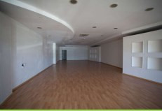 Location local commercial Baie mahault 2 870€ HC - Photo 2