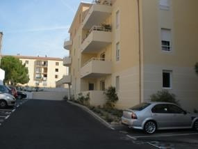 Location parking Salon de provence 55€ CC - Photo 1