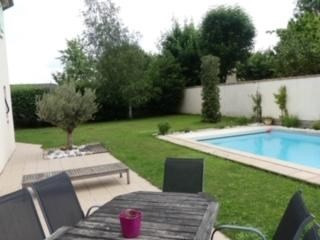 Sale house / villa Niort 369200€ - Picture 1