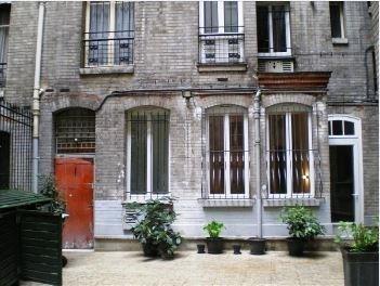 Locação apartamento Paris 18ème 650€ CC - Fotografia 1