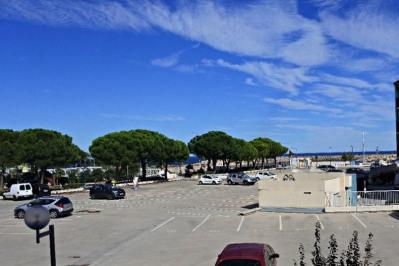 Parking extérieur sur le port d'ARGELES SUR MER