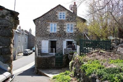 Maison de bourg avec jardin Saint Front idéal résidence seco