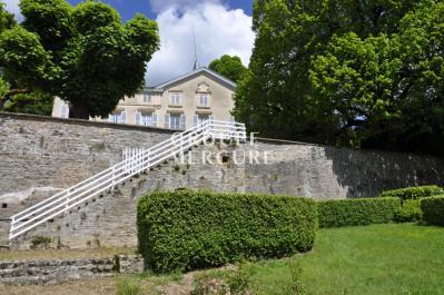 Rhône - monts du lyonnais - 490 m² - dépendances - beau parc
