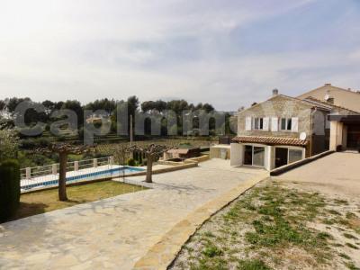 Villa en pierre type 5/6 avec piscine