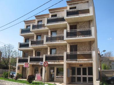 LES MILLES - T3 2ème étage au centre village