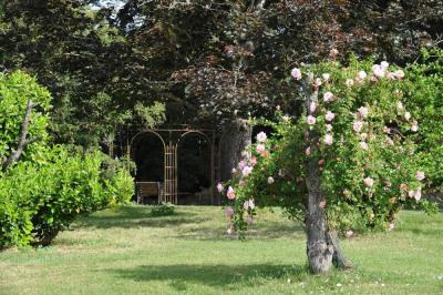 Proche agen - chartreuse de 240m² et maison en pierre de 15