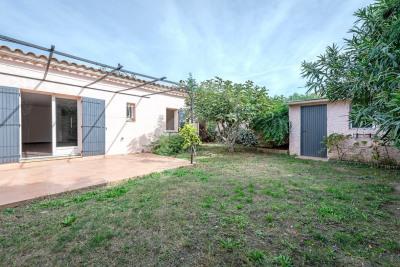 Villa sur 386 m² de jardin clos et arboré