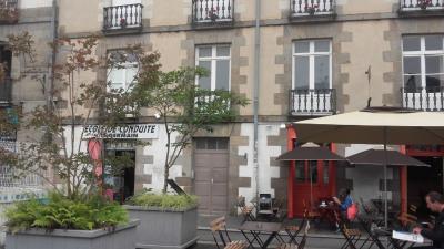 A louer MEUBLE Place St Germain