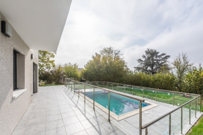 Elégante maison contemporaine avec piscine