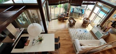 Villa d'architecte en bois avec piscine