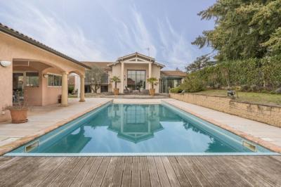 Limite caluire villa 330 m² + dépendance 90m² sur 1700 m²