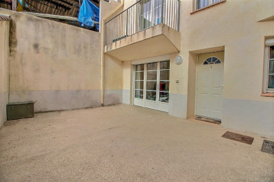 Centre du village, agréable T2 neuf de 51m² avec cour de 30m²