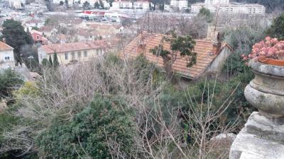 MAISON à rénover entièrement sur 450m² de terrain à Marseill