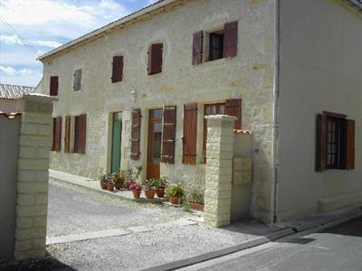 Vente maison / villa Saint-jean-d'angély 300600€ - Photo 1