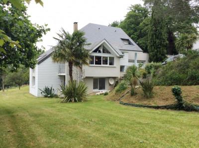 Villa contemporaine sur JURANCON 255 m² avec dépendance