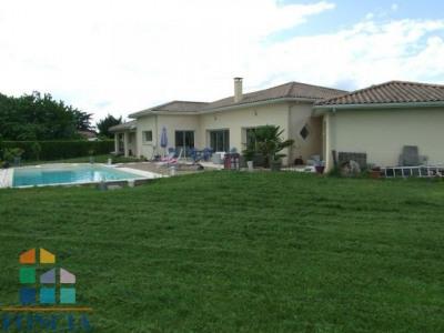 Maison avec piscine, séjour de 135 m² avec cuisine haut de gamme