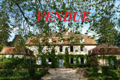 Loire - Charlieu - château XVIII° s en très bon état - 630 m² -