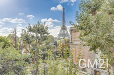Duplex with incredible views of the Eiffel Tower