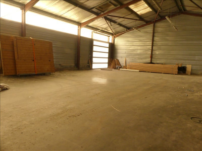 LOCAL INDUST. / ACTIVITES LONS - 1026 m2
