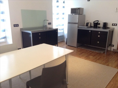 Modern 1 bedroom furnished flat in center of town