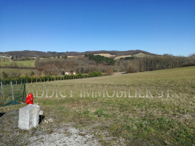 Terrain de 3.3 ha dont 1200m² constructible