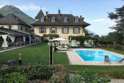 MASTER HOUSE WITH SWIM. POOL AND VIEW ON THE MONT BLANC AND