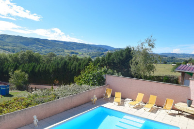 PROPERTY WITH SWIMMING POOL IN SOURCIEUX MINES