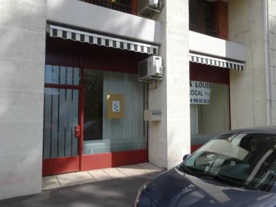 Avignon Extra Muros - St lazare local P4 rénové climatisé dans u