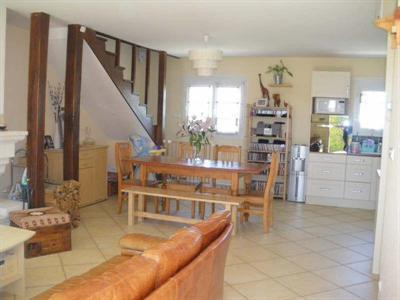 Sale house / villa Seiches sur le loir 197 000€ - Picture 4