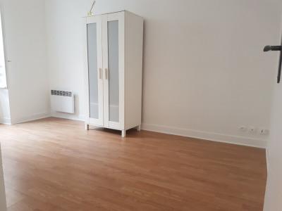 A VENDRE Boulogne QUARTIER THIERS/CHEMIN VERT.. Studio en bon état composé d'une pièce à vivre, une cuisi ...