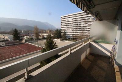 GRENOBLE appt T3 avec asc, balcon, vue, et possibil