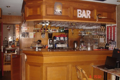 WLLS AND COMMERCIAL POOL BAR/RESTAURANT