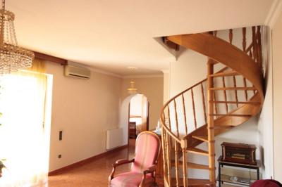 Villa de type 5 composée de 3 appartements