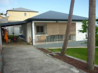 À Petite-Île, villa en location avec AGENCE VENDALI II