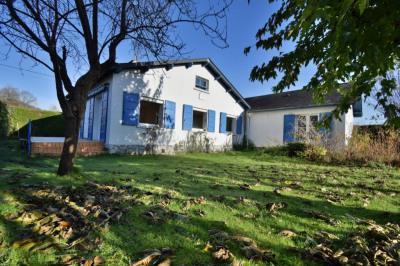 Maison à Arudy, 5 pièces de 130 m²