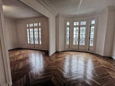 Beau 4 pièces de 96 m² - rue philibert delorme