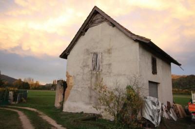 A SAISIR RAPIDEMENT.Grange; 2x42 m² sur Terrain de 668m²
