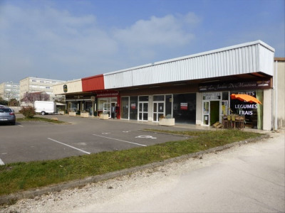 Boutique moneteau - 150 m²