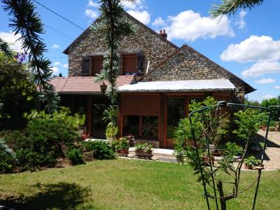 Maison + studio sur environ 1 000 m² de terrain